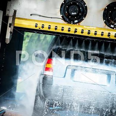 039845026-touchless-automatic-car-wash-c